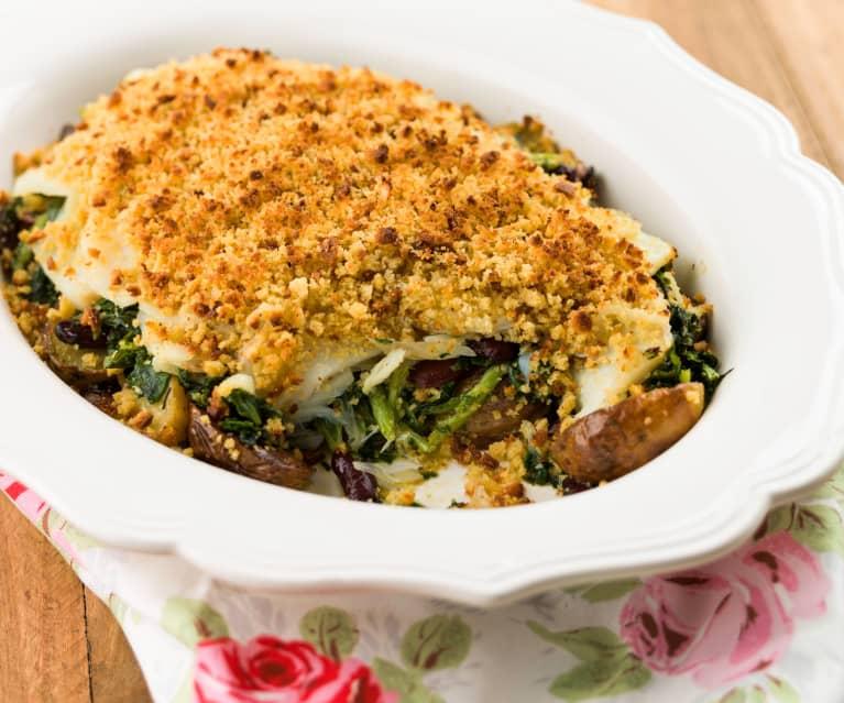 Bacalhau com feijão e grelos com crosta de broa e batatas no forno