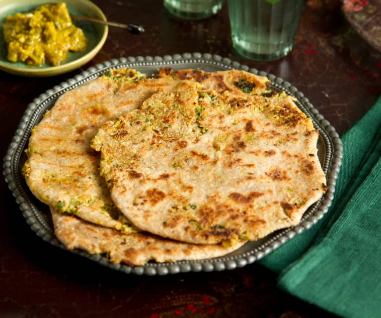 Panes indios rellenos de coliflor (Parathas de coliflor)