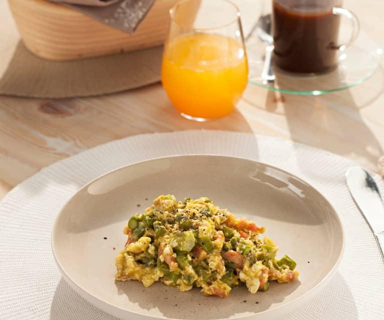 Uova strapazzate con asparagi e bacon