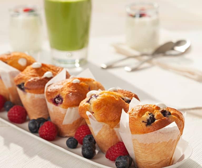 Muffins con arándanos, frambuesas y crema de yogur