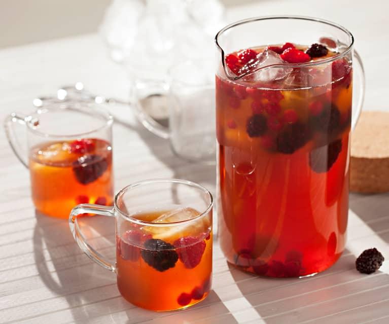 Té helado con frutas y canela