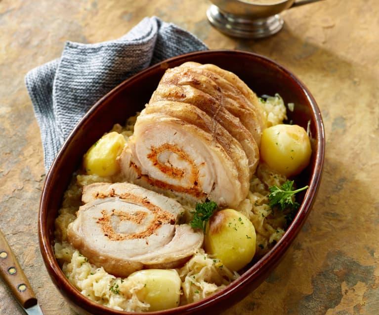 Gefüllter Schweinenacken mit Sauerkraut und Kartoffeln