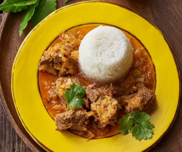 Stufato caraibico con tortino di riso a vapore