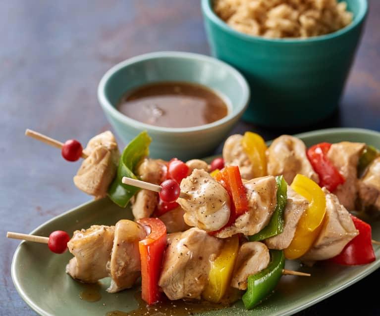 Kuřecí a paprikové souvlaki s rýží