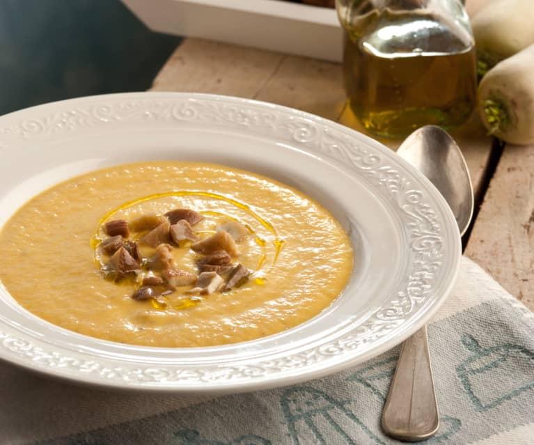 Crema de hortalizas con queso gruyère, setas y castañas