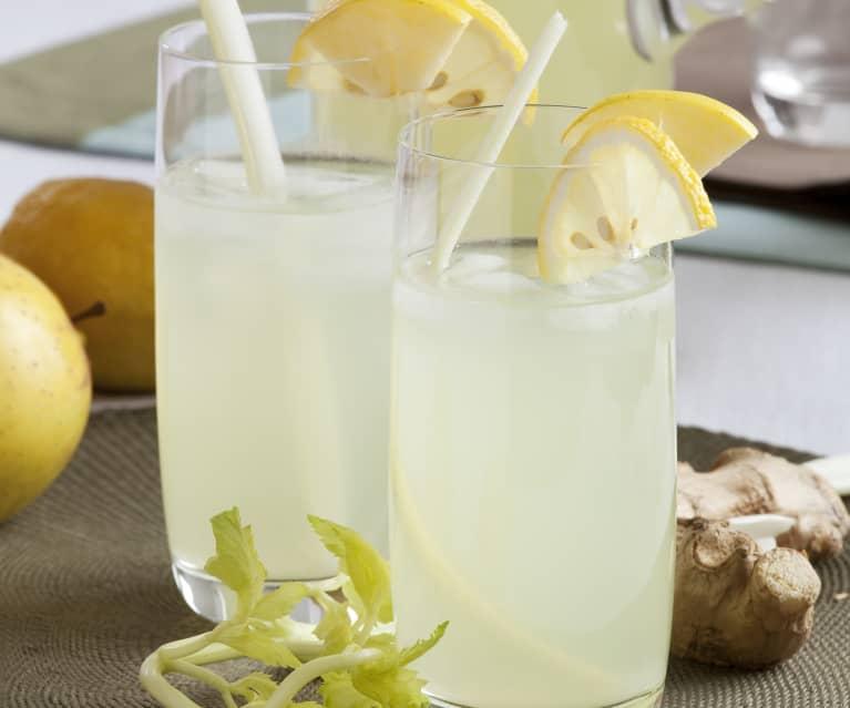 Agua con aroma de apio, limón, jengibre y manzana