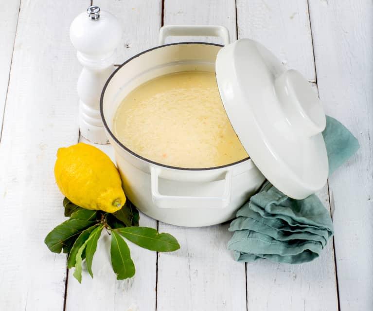Avgolemono (Griechische Eier-Zitronen-Suppe)