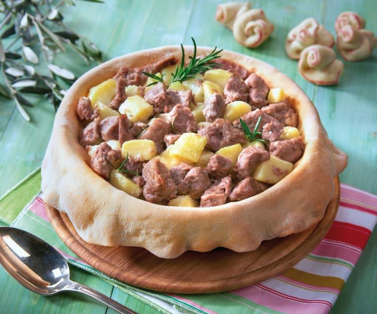 Cupola di pane con agnello e patate