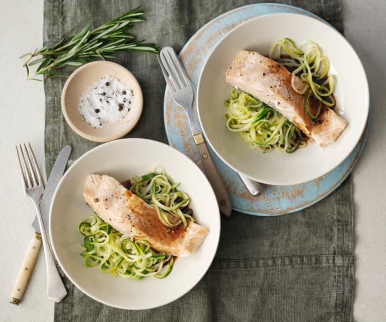 Balsamico-Lachs mit Zucchininudeln
