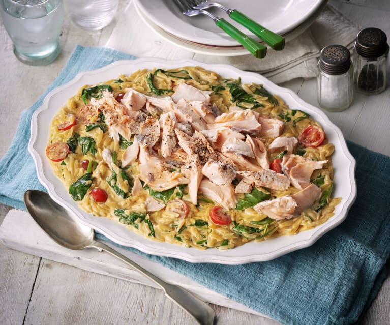 Orzo-Pasta mit Lachs und Spinat