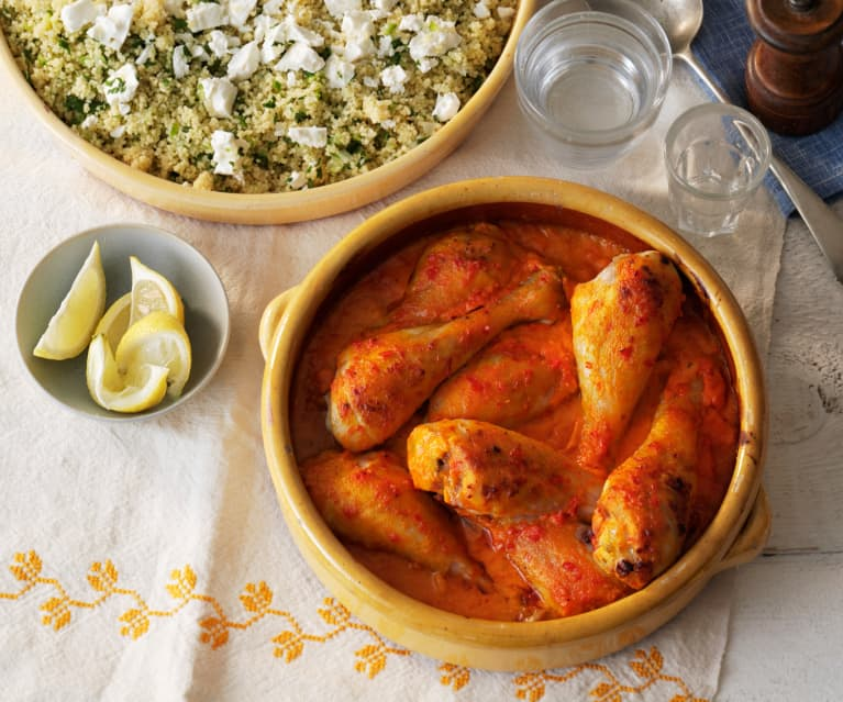 Kip in rode pepersaus met courgette en feta couscous