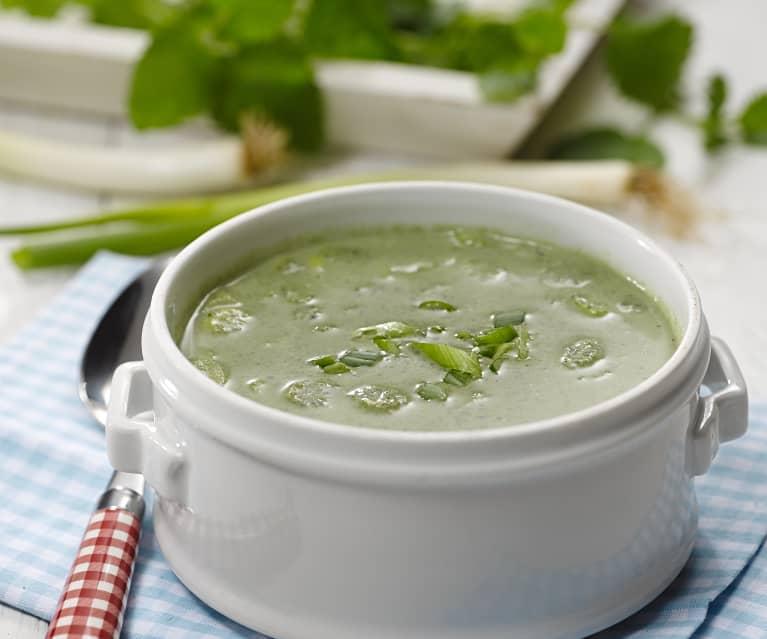 Polévka z mladých kopřiv