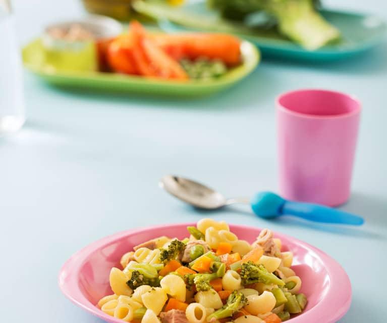 Makaron z warzywami i tuńczykiem