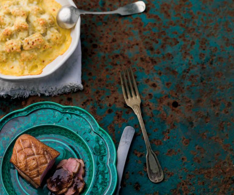 Peito de pato e gnocchi com molho de laranja e gorgonzola