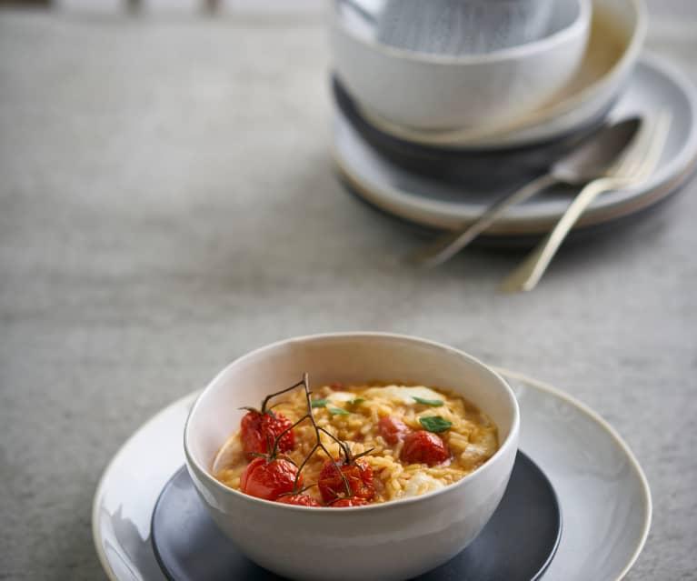 Risoto de alho com tomate-cereja e mozarela
