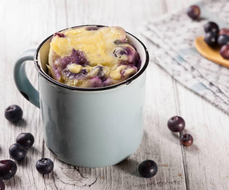 Mug cake à la ricotta et aux myrtilles
