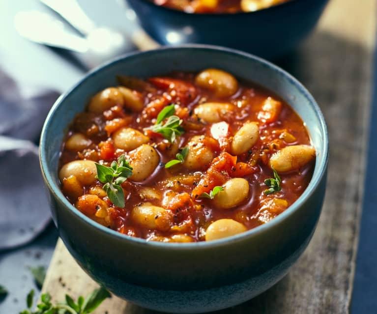 Zupa gulaszowa z białej fasoli
