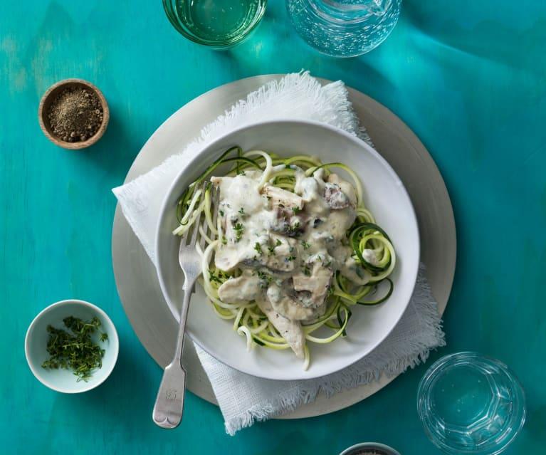 Cremosa di funghi e pollo con noodles di zucchine (senza lattosio)