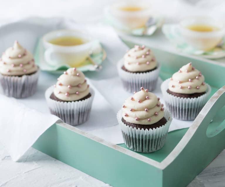 Cupcakes al cioccolato con glassa cocco-vaniglia (senza lattosio)