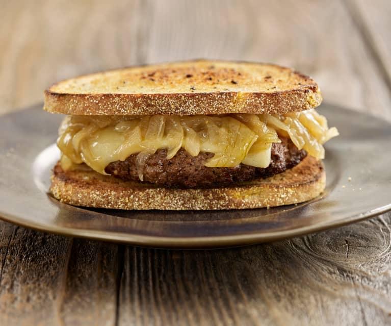 Patty melt (Hamburguesa con cebolla caramelizada en pan de centeno)