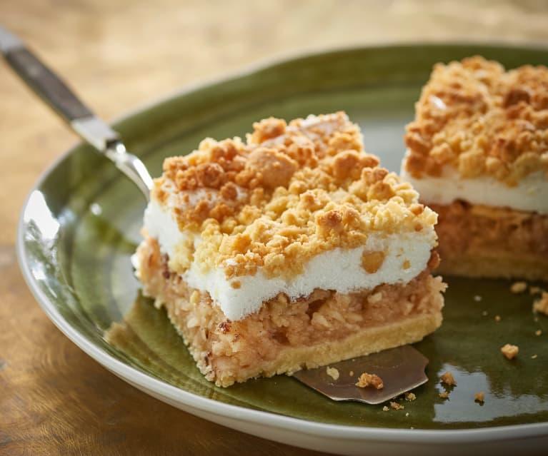Apple crumble meringue slice