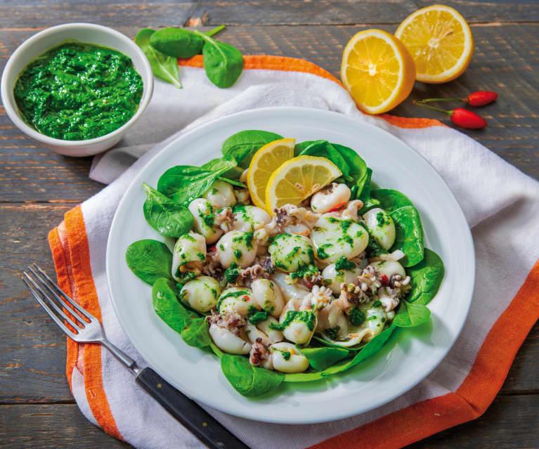 Insalata di seppioline con salsa di spinaci
