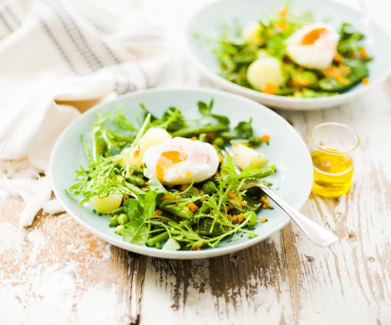 Salade croquante de légumes nouveaux et œuf poché