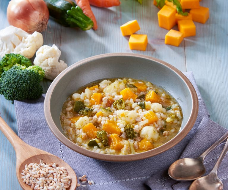 Minestra di cereali e verdure invernali