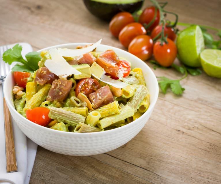 Bowl De Pasta Multicereales Con Atún Fresco Y Salsa De Aguacate