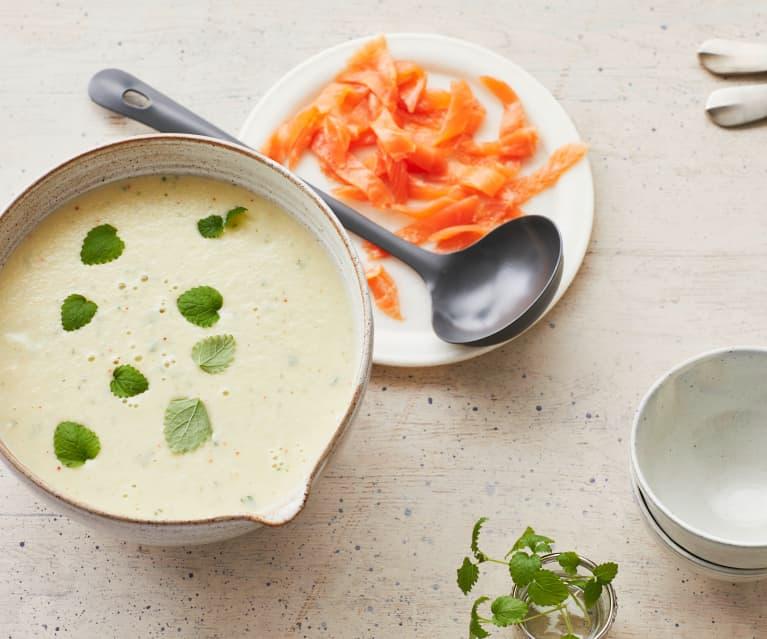 Kohlrabi-Cremesuppe mit Räucherlachs