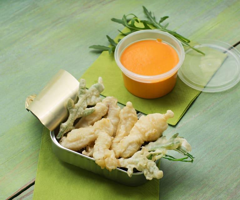 Cocochas y rúcula en tempura con salsa de piquillos