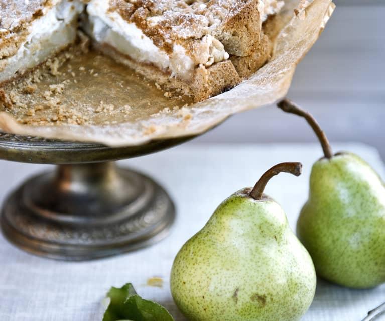 Szarlotka z jabłek i gruszek na orzechowym spodzie
