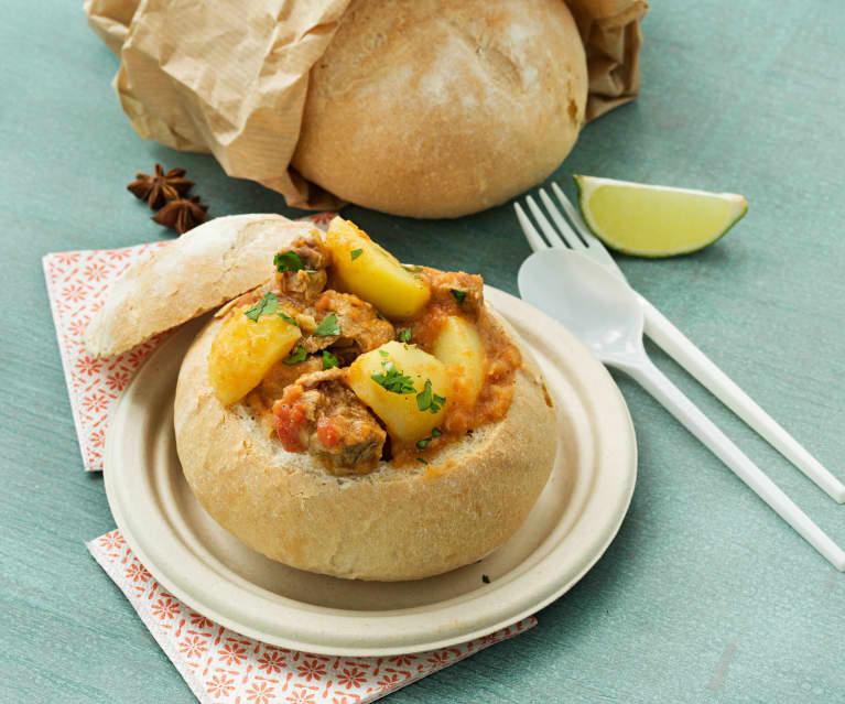 Bunny chow (pan relleno de curry de cordero)