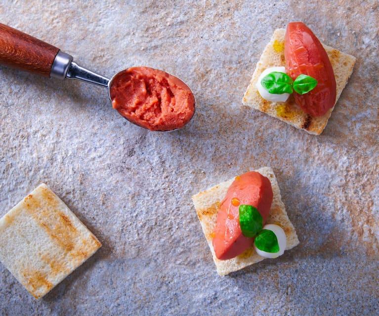 Gelato al pomodoro e basilico su bruschetta