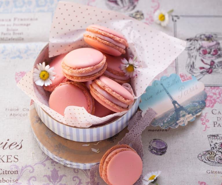 Macarons mit weißer Himbeer-Ganache