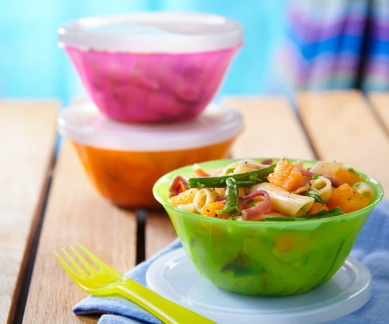 Insalata di pasta integrale con prosciutto crudo, melone e fagiolini