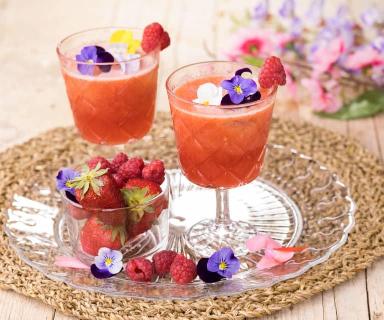Cocktail analcolico di frutta e fiori