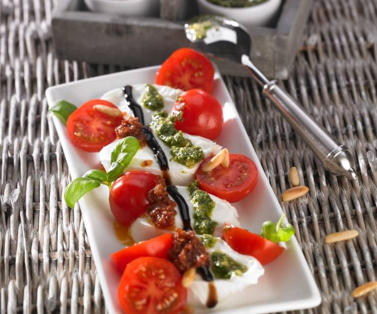 Büffelmozzarella mit Cherry-Tomaten und zwei Pesti