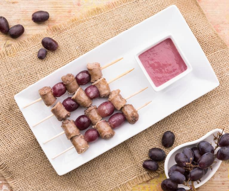 Spiedini di salsiccia e uva