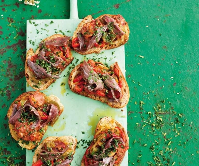 Bruschetta com pimentos, chouriço e anchovas