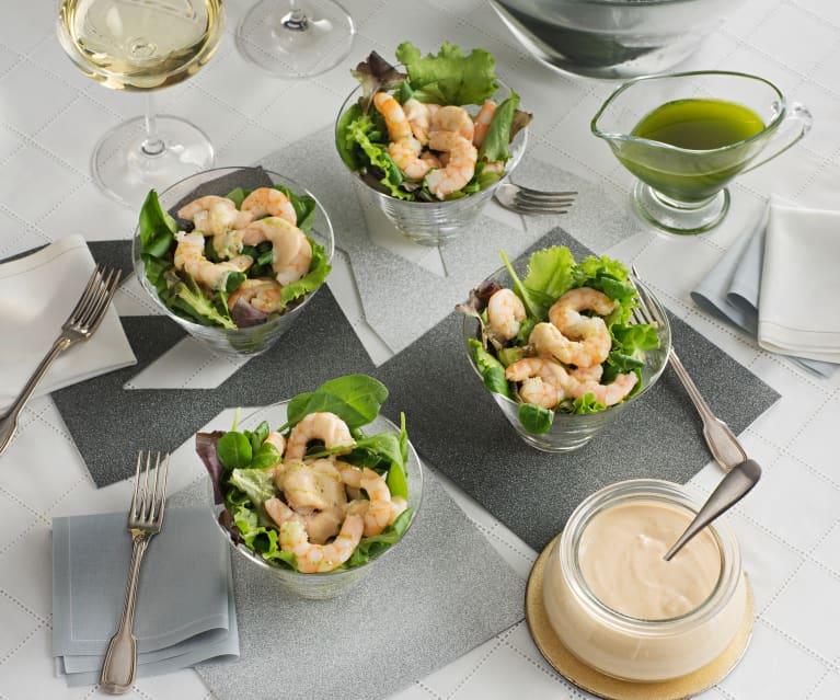 Ensalada de langostinos con salsa de almendras y perejil