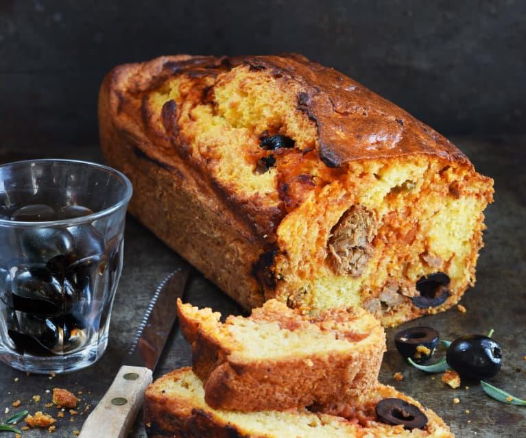 Cake au thon, polenta et olives noires
