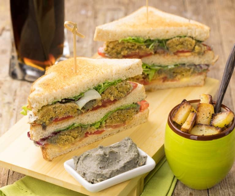 Club Sandwich falafel, pomodorini, babaganoush con patate