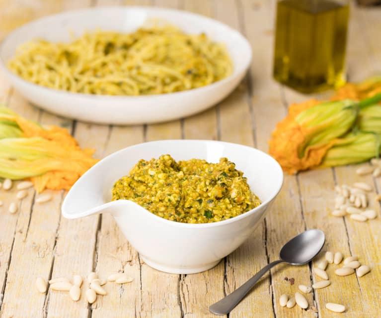 Pesto ai fiori di zucca e pinoli