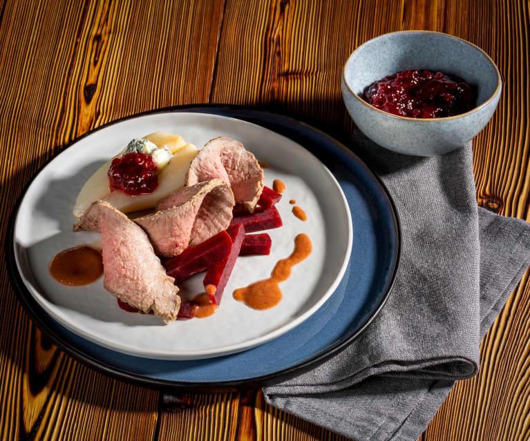 Beiried mit Rotweinsauce und Gorgonzolabirnen