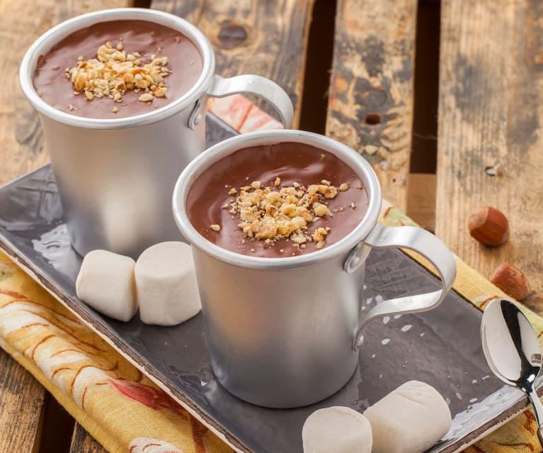 Cioccolata calda fondente con nocciole