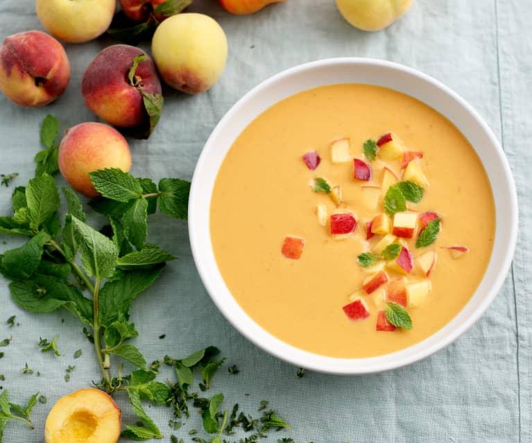 Sopa fria de tomate e pêssego