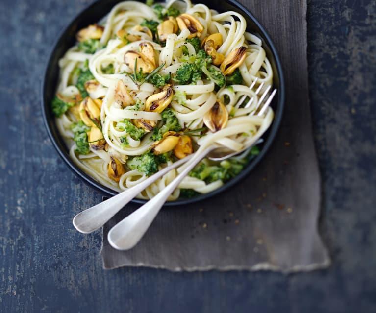 Linguine aux moules, ail et brocoli