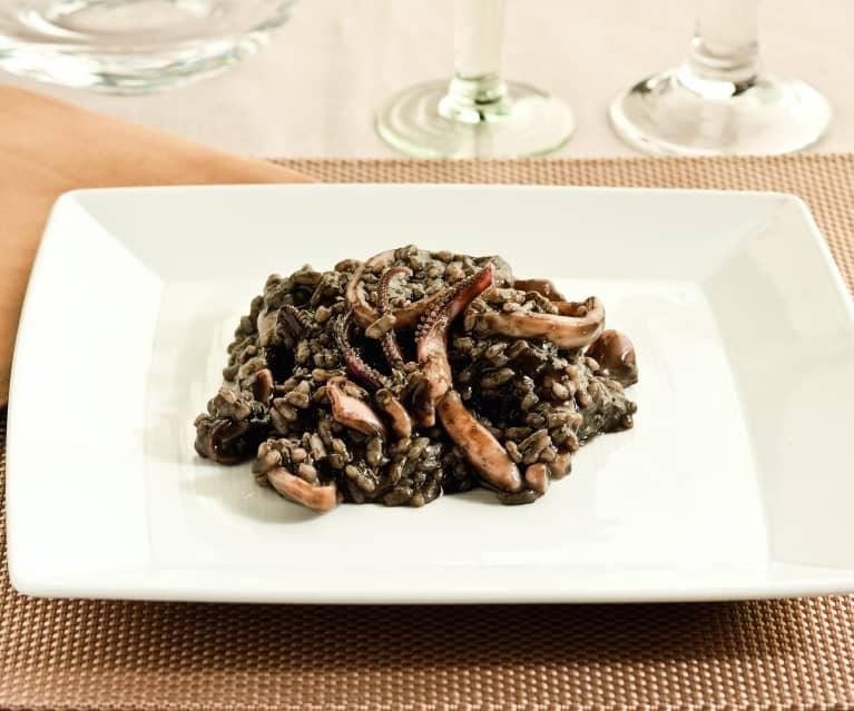 Arroz negro cremoso con calamares
