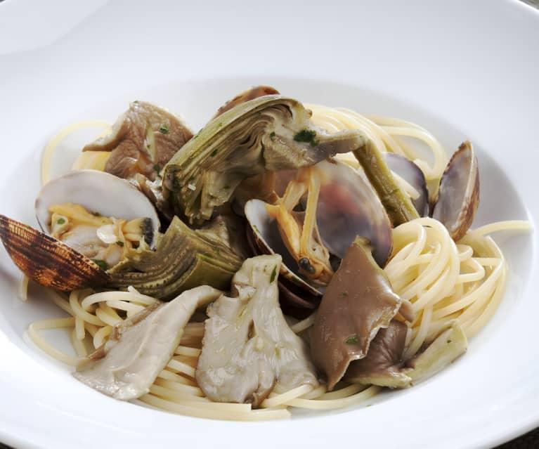 Spaghetti with Clams, Mushrooms and Artichokes
